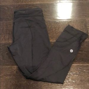 Black lululemon capri leggings